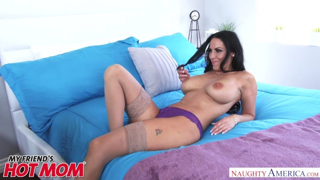 Big Tits Milf Veronica Rayne Seduces Her Son